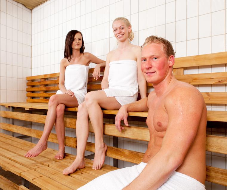 Bis zu fünf Skifahrer können gleichzeitig in die Sauna