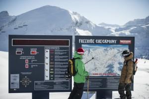 Beim Checkpoint in Obertauern kann man vor dem Freeriden sein LVS Gerät prüfen und die aktuelle Lawinenwarnstufe ablesen. Super!