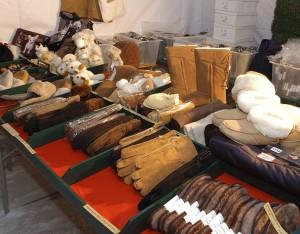 Lederhandschuhe konnte man ebenfalls am Christkindlmarkt finden